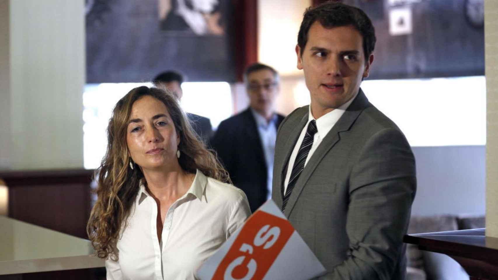 La nueva eurodiputada de C's, Carolina Punset, y el presidente del partido, Albert Rivera.