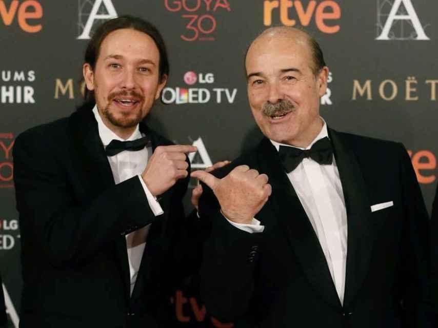 Antonio Resines junto a Pablo Iglesias en la gala de los Goya