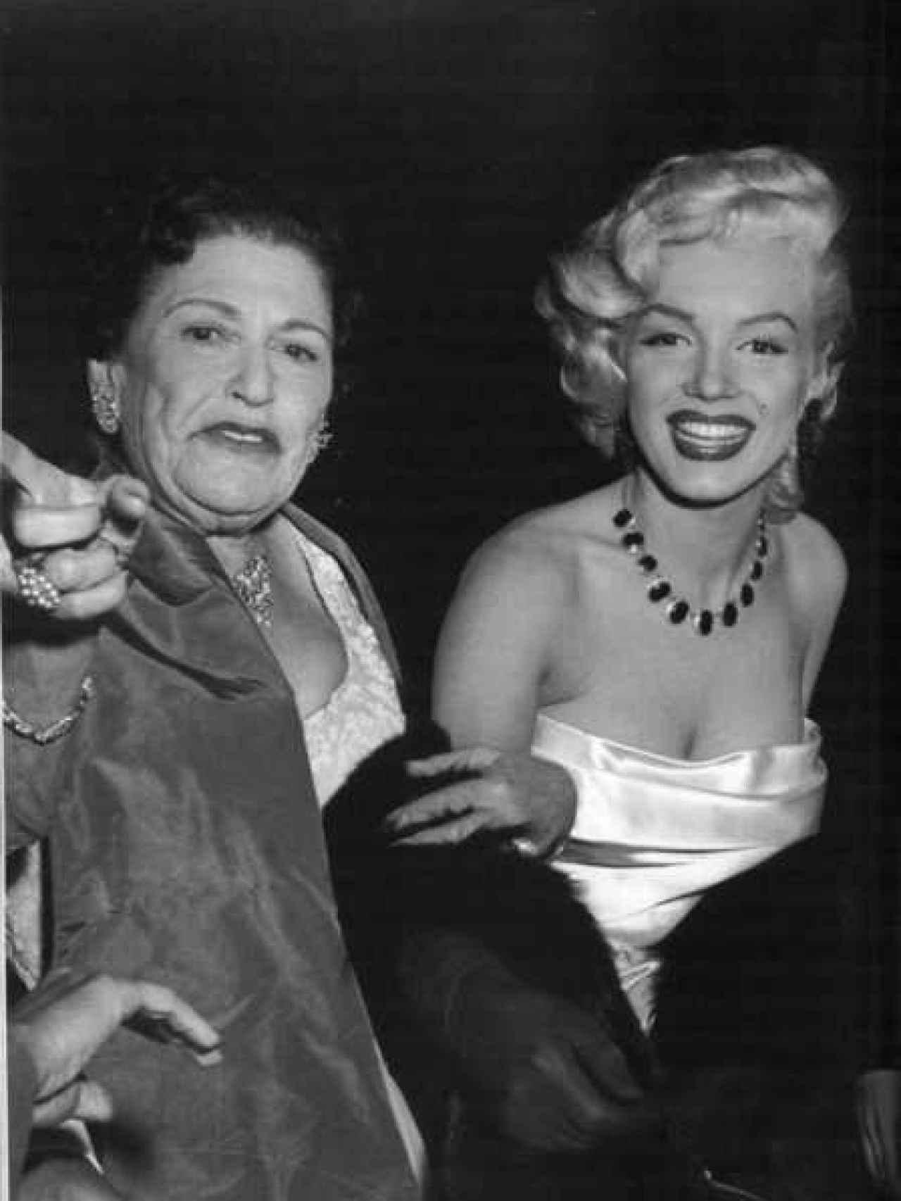 La periodista Parsons con Marilyn Monroe