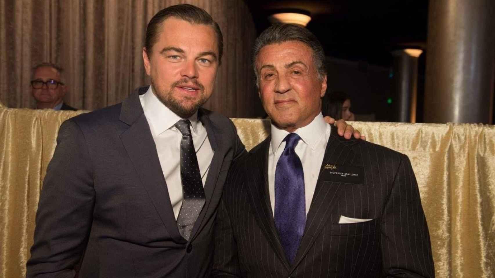 Leonardo DiCaprio con Sylvester Stallone en la cena de nominados
