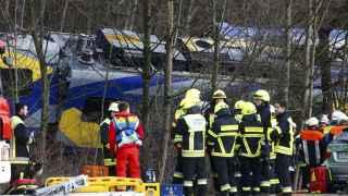 Un choque frontal de trenes de pasajeros deja al menos cuatro fallecidos.