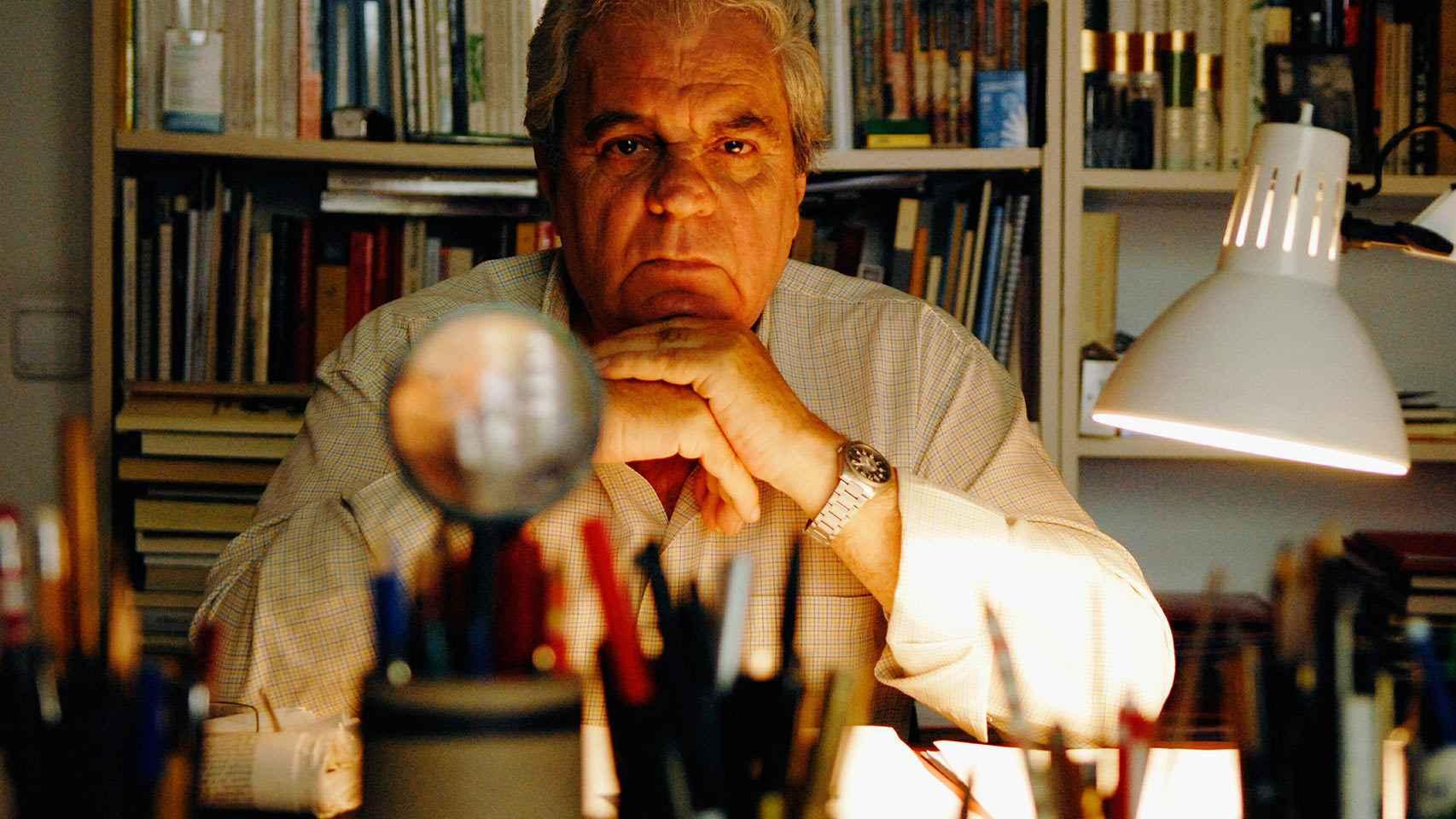 El escritor Juan Marsé en su casa de Barcelona