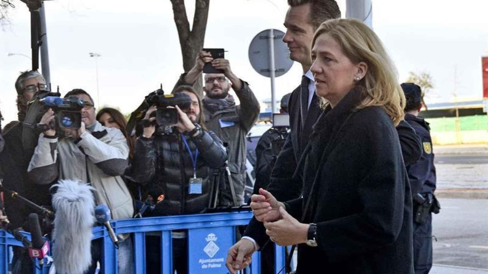 La Infanta y Urdangarin a su llegada a la Escuela Balear de la Administración Pública.