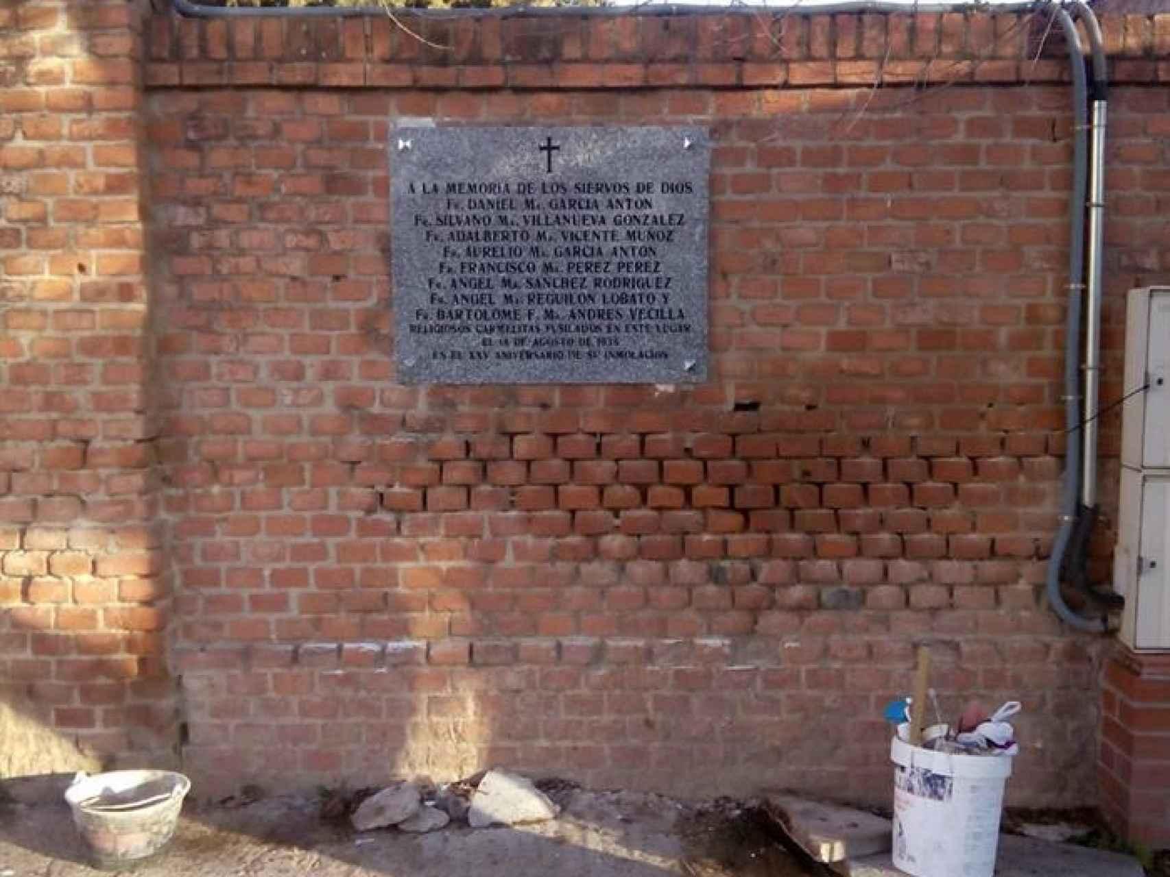 El Ayuntamiento repone la placa del cementerio de Carabanchel/EFE