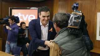 Pedro Sánchez se ha reunido con periodistas este jueves.