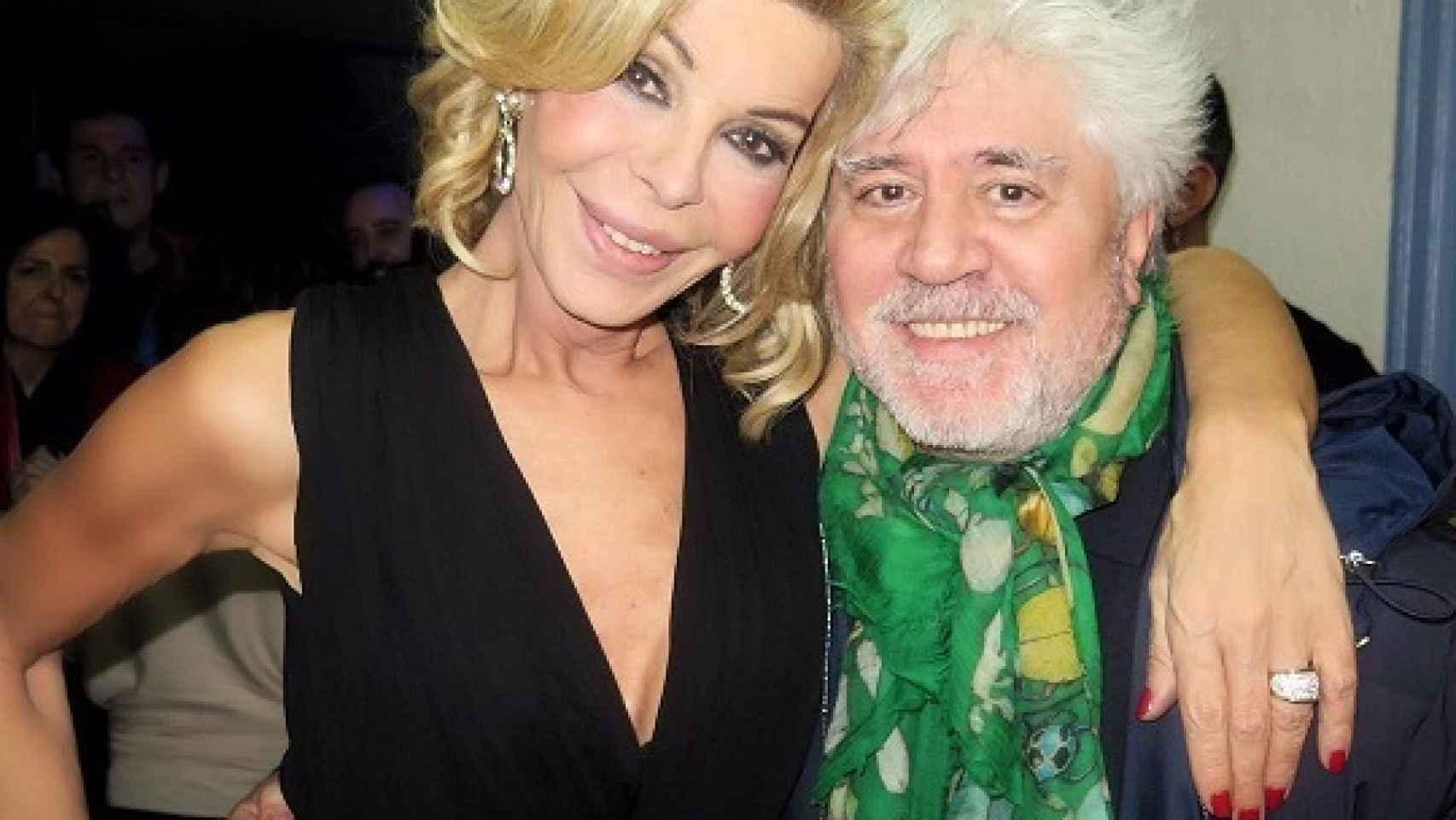 Pedro Almodóvar asistió al estreno de la función de Bibiana Fernández