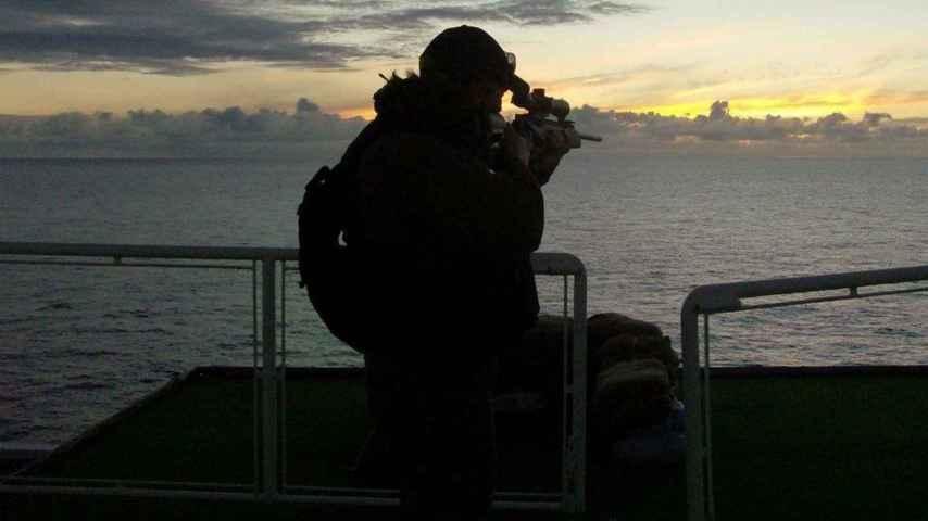 Un operario de una empresa de seguridad militar.