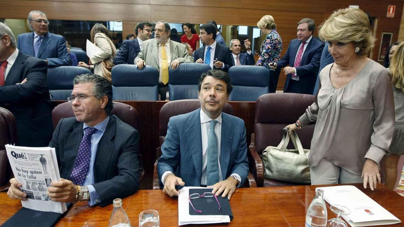 Francisco Granados, Ignacio González y Esperanza Aguirre, en una imagen de 2010