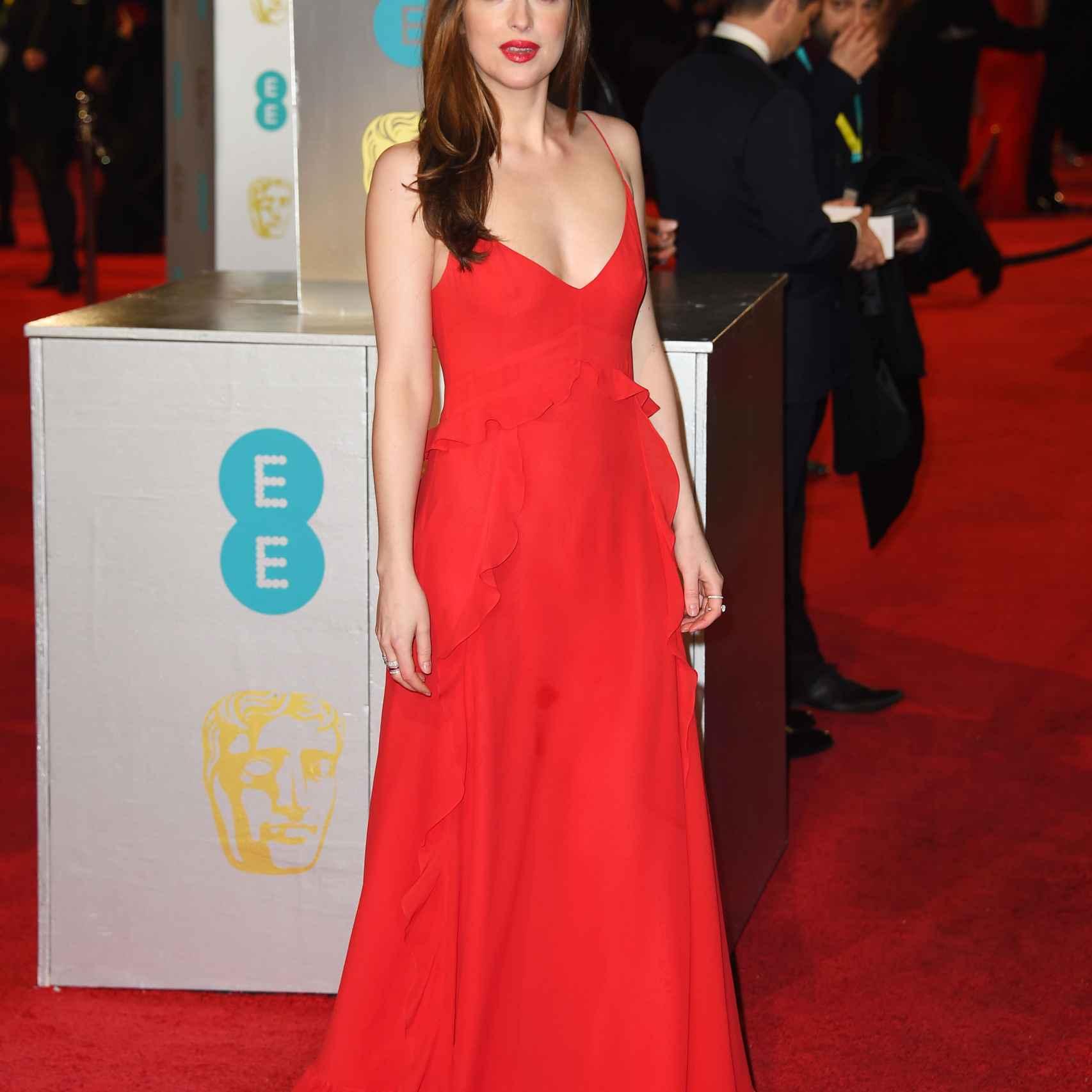 Dakota Johnson en la alfombra roja de la Royal Opera House de Londres