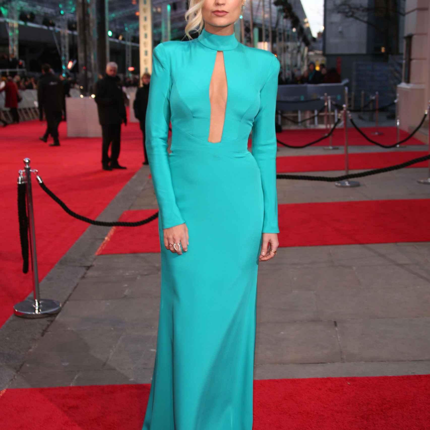Laura Whitmore en los Premios Bafta