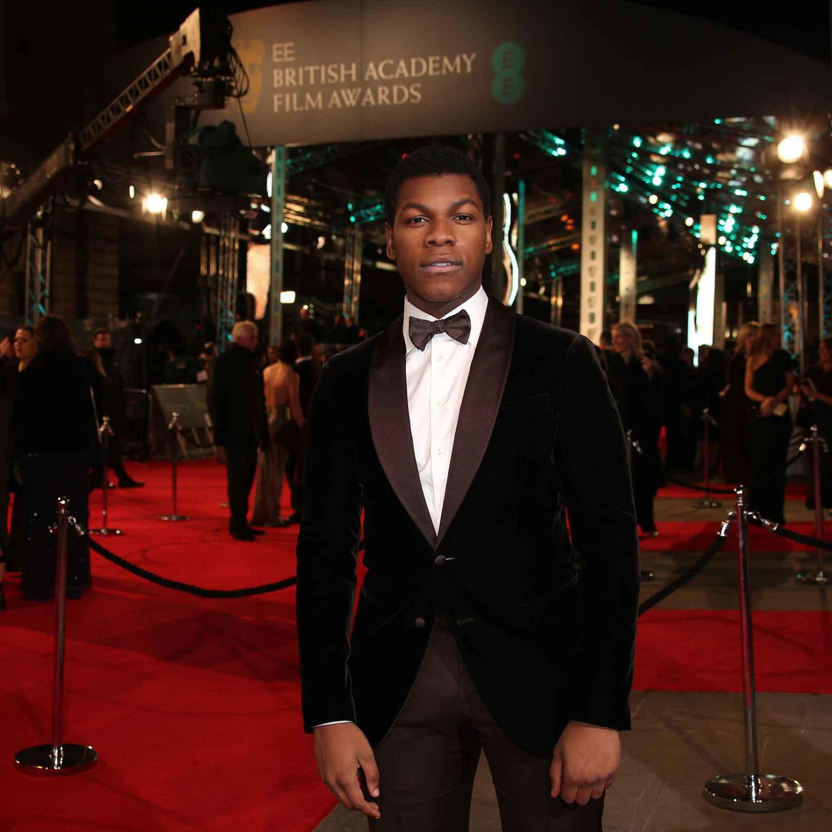 John Boyega en la alfombra roja de los premios Bafta 2016