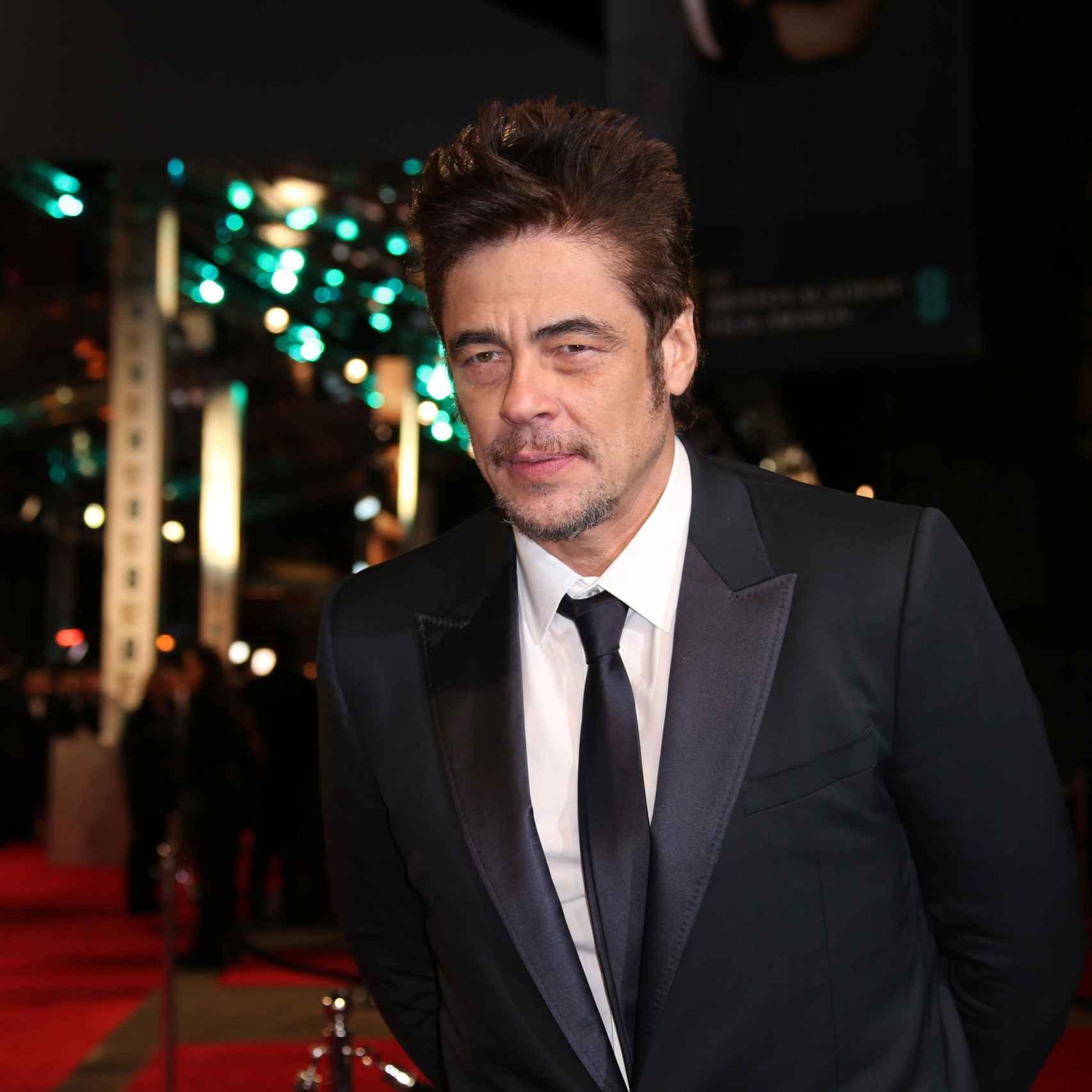 Benicio del Toro en la alfombra roja de los premios Bafta