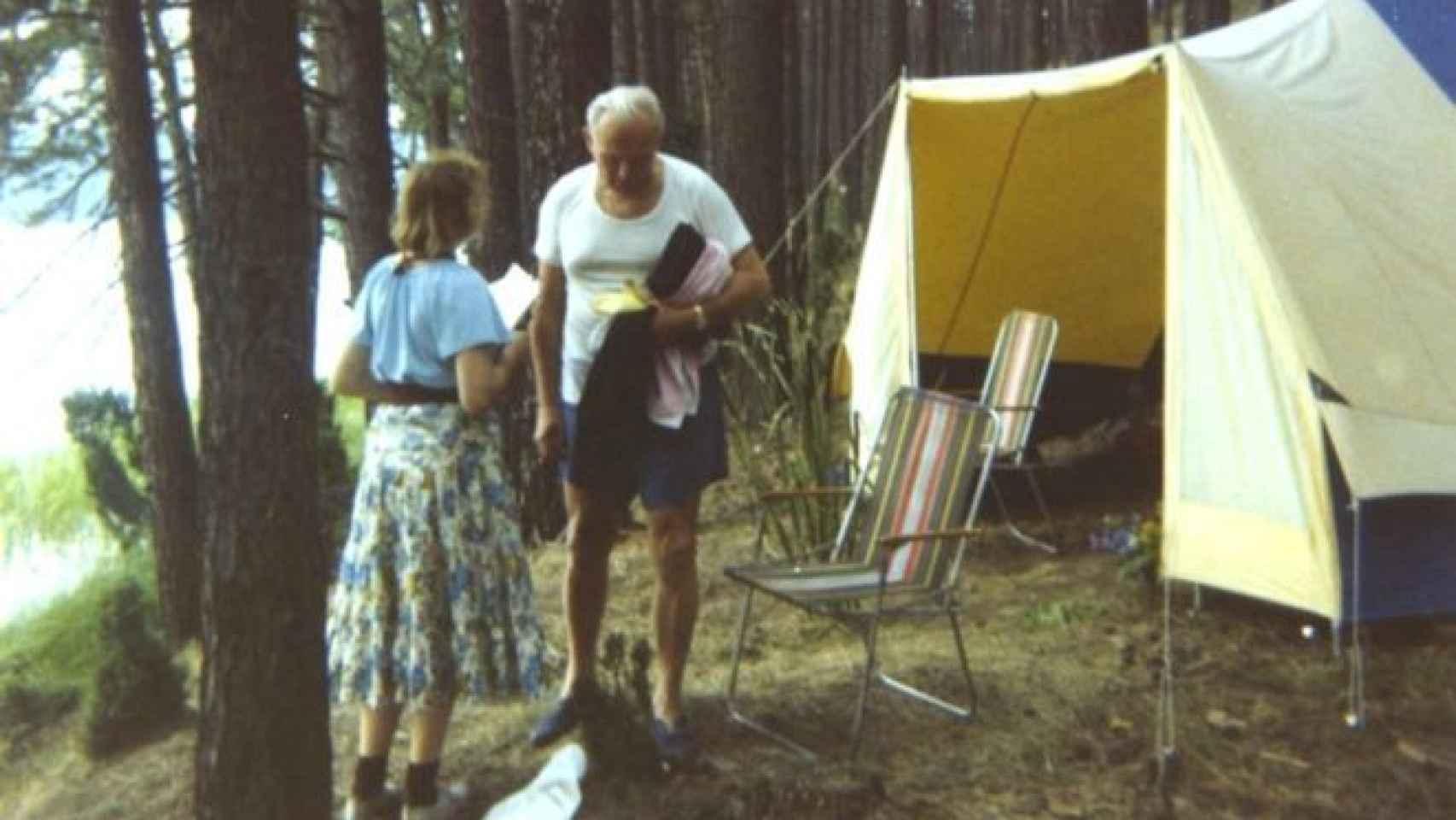 El cardenal Karol Wojtyla junto a Anna Teresa Tymieniecka, en un camping en 1978.