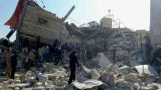 Hospital Ma'arat al Numan destruido por cuatro misiles en Idlib, Siria.