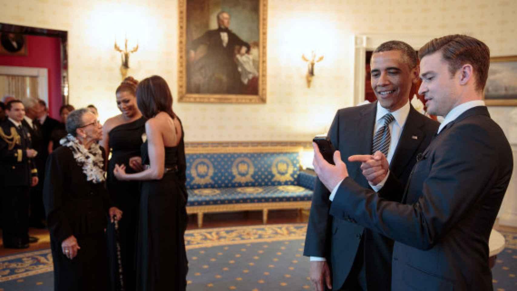 Obama y Justin Timberlake muy cómplices en la Casa Blanca