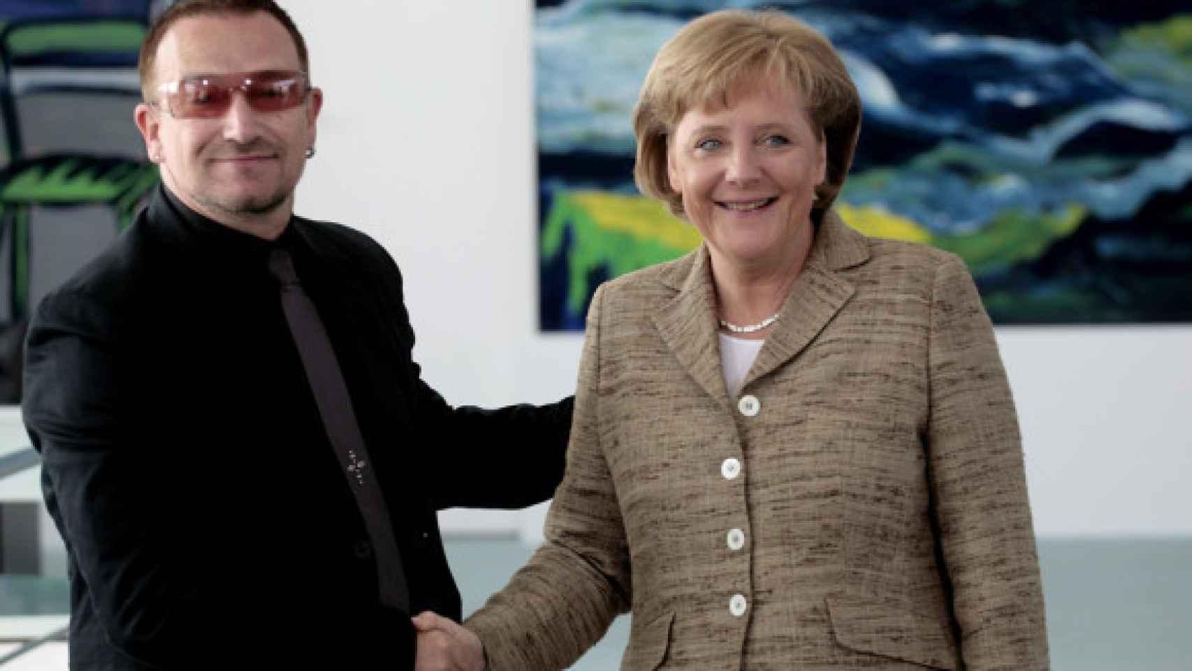 Bono y Merkel mantienen una buena amistad