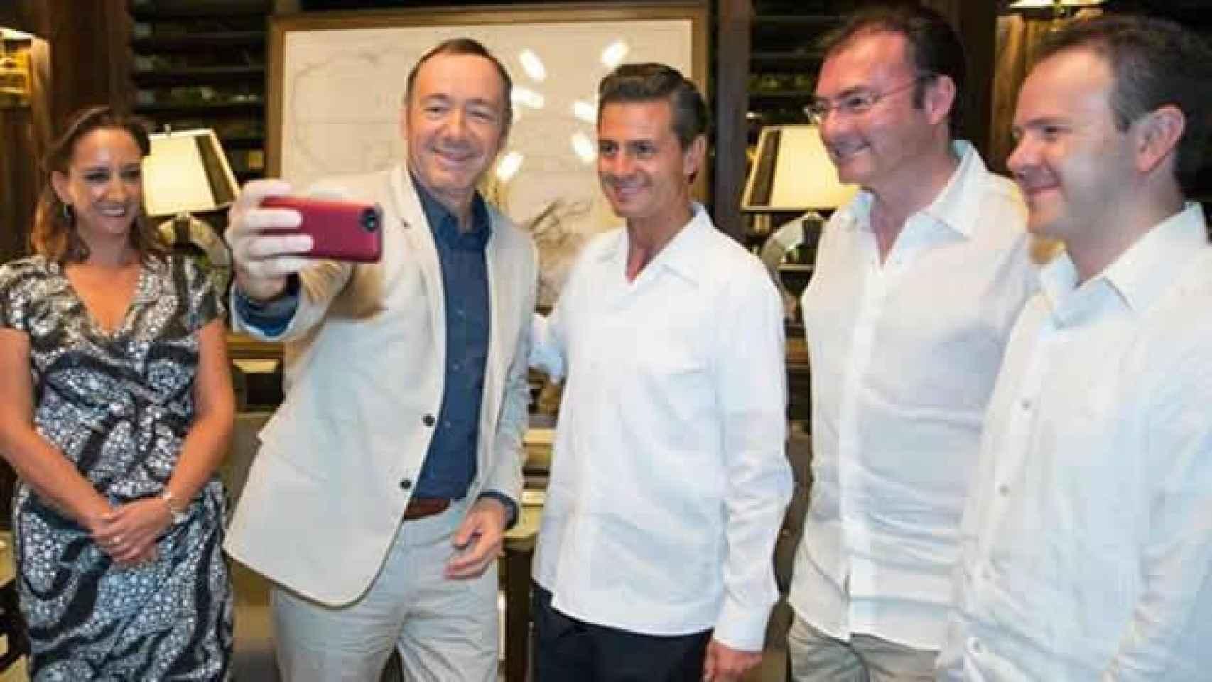 El polémico selfie de Kevin Spacey con Enrique Peña Nieto