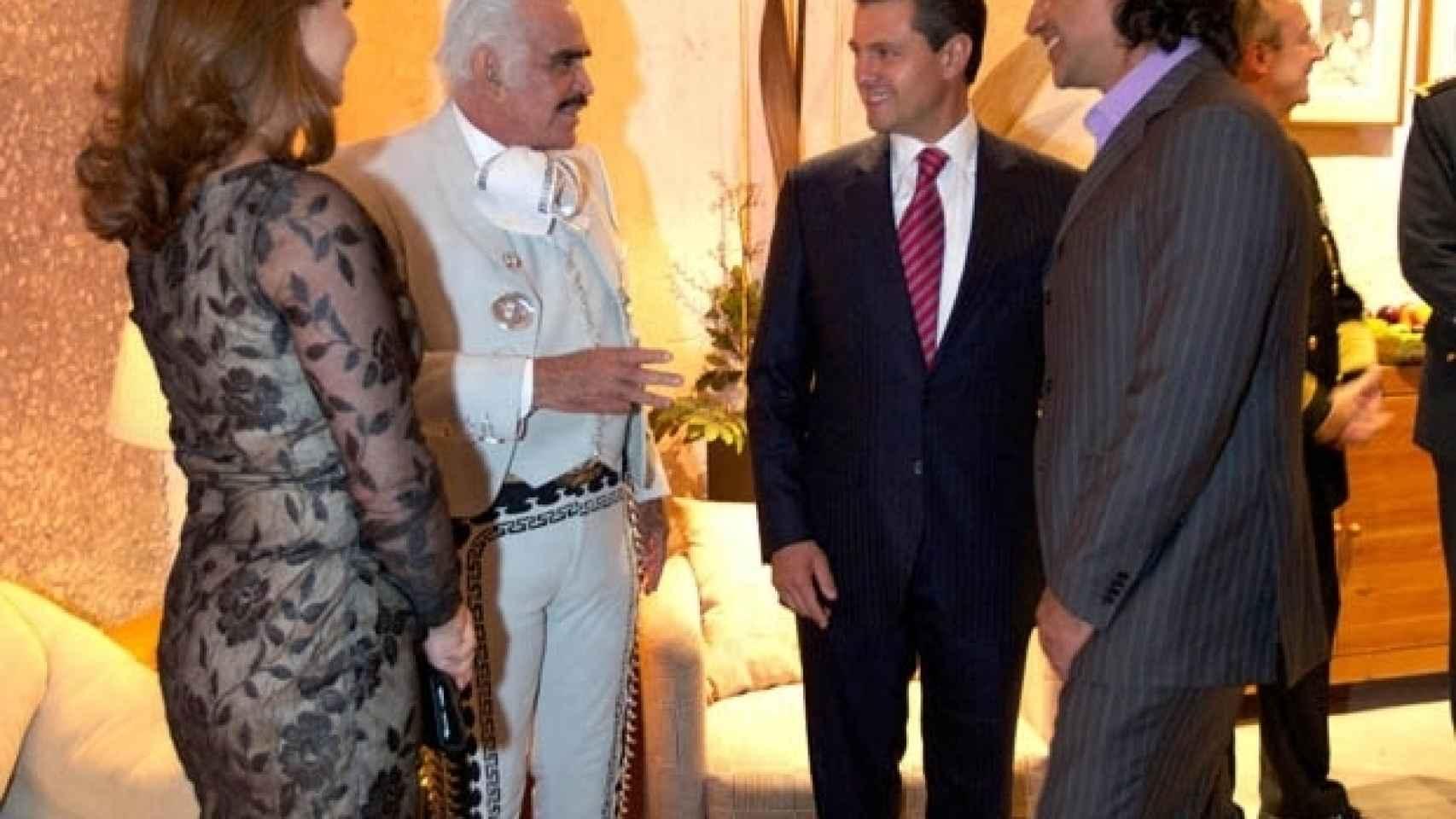 Peña Nieto, su esposa y Alejandro Fernández
