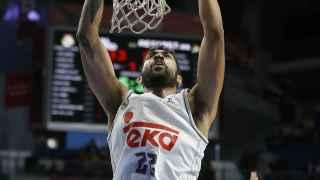 Lima machaca el aro ante el Gipuzkoa Basket.