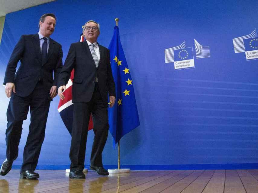 El presidente de la Comisión, Jean-Claude Juncker, recibe a Cameron en Bruselas