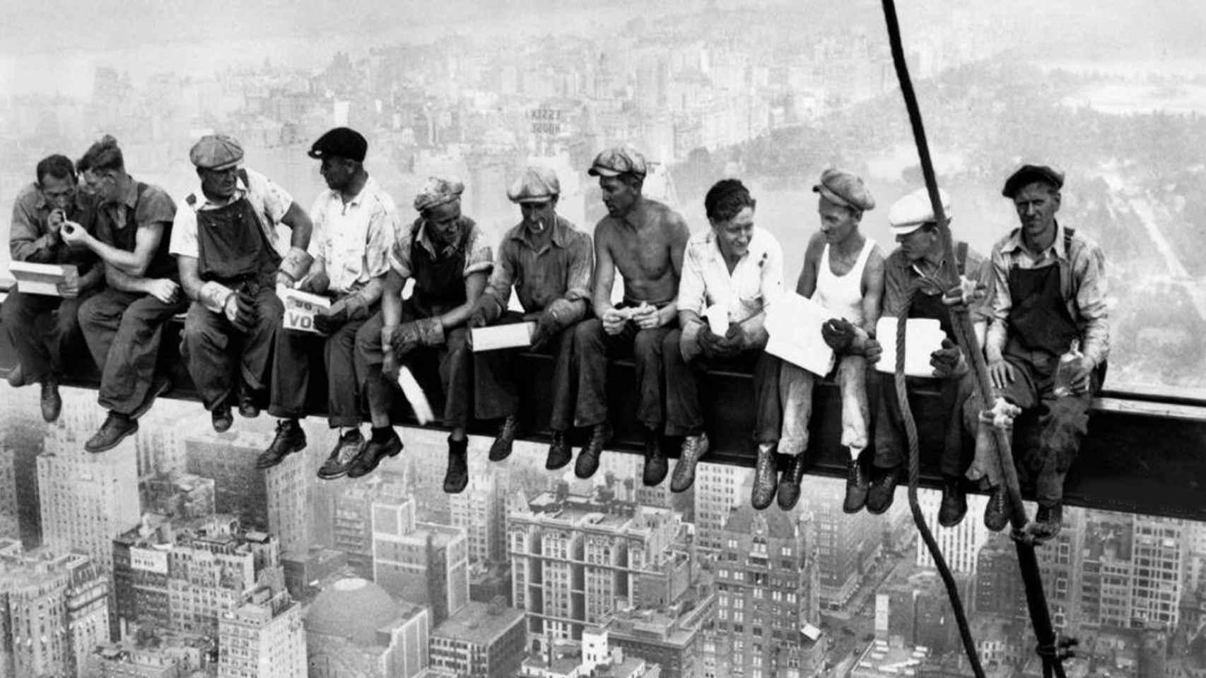 Mítica imagen de los trabajadores construyendo un rascacielos en Nueva York