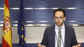 Antonio Hernando, en la rueda de prensa tras la reunión entre el PSOE y C's.