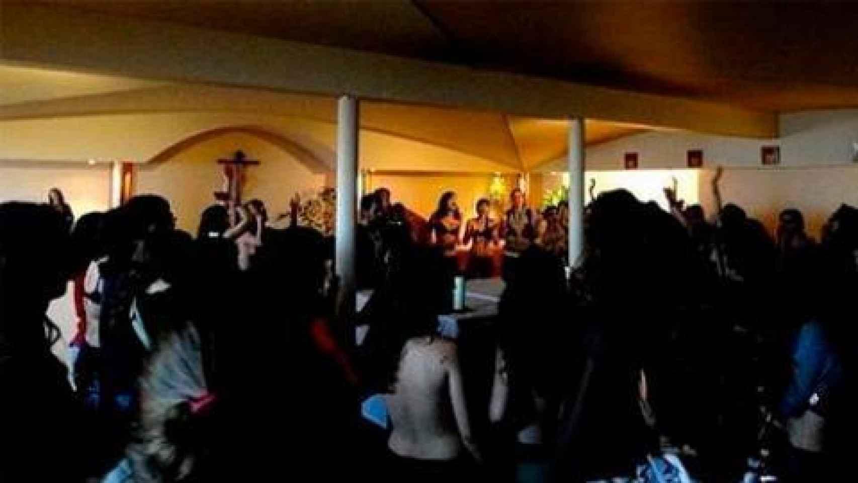Imagen de la entrada en la capilla de la Universidad Complutense.