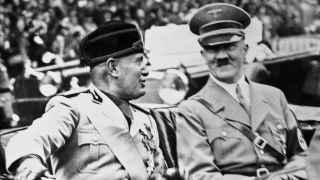 Mussolini y Hitler, dictadores de Italia y Alemania.