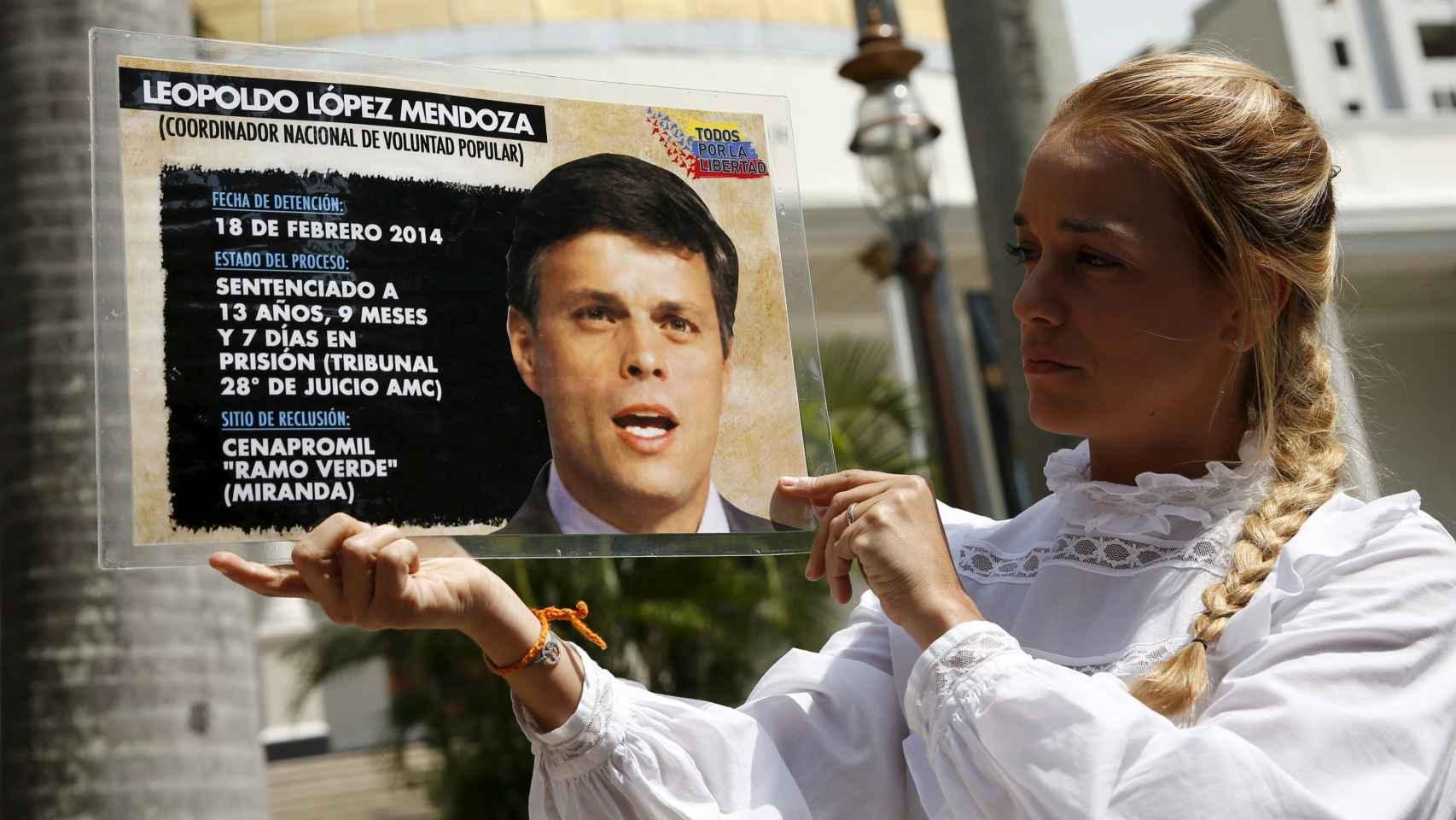 Lilian Tintori recuerda la situación de su marido preso, Leopoldo López.