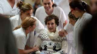 La enfermera Teresa Romero, al salir del hospital.