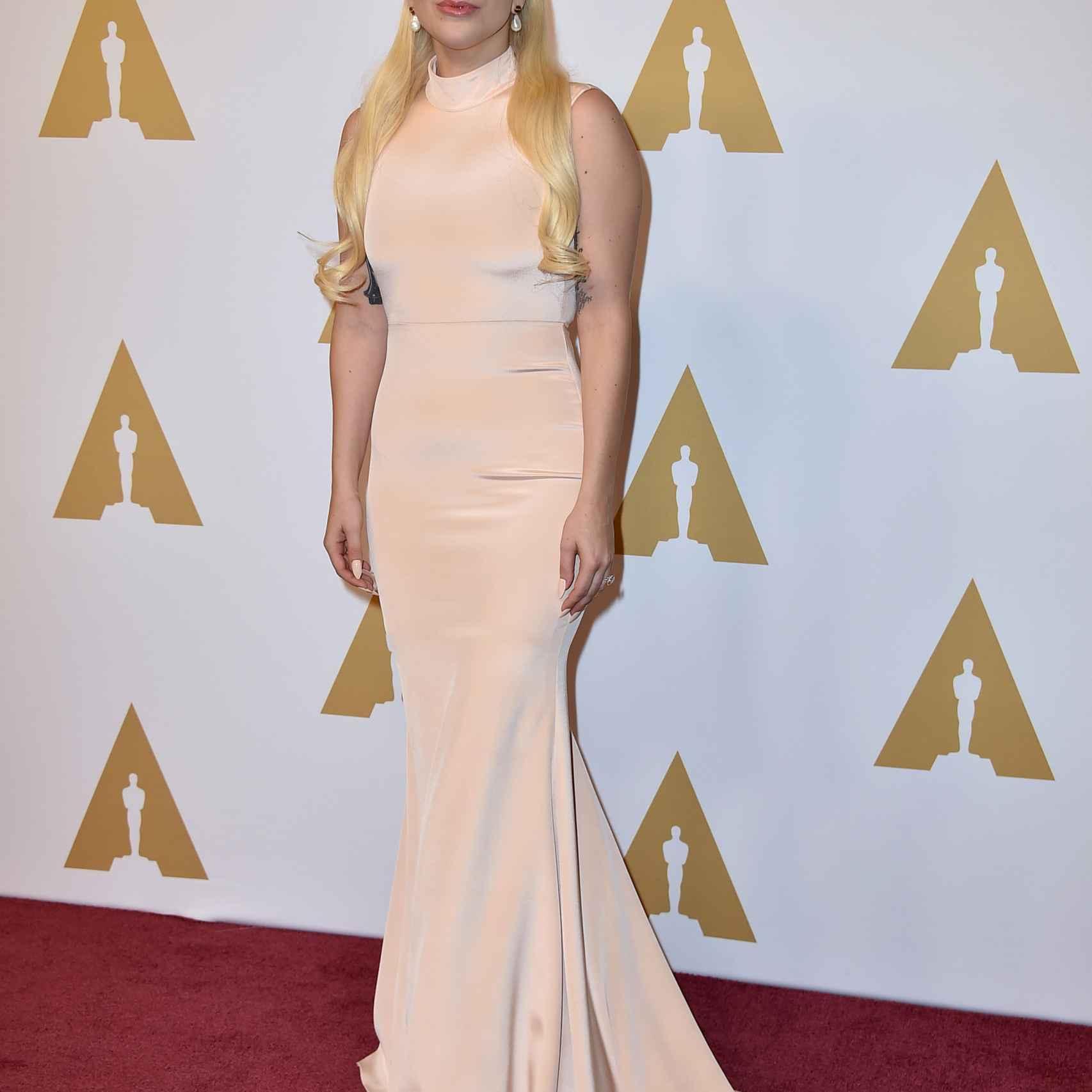 Lady Gaga en la comida de nominados de los Oscar 2016