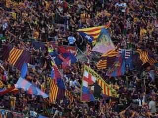Las esteladas son habituales en el Camp Nou.