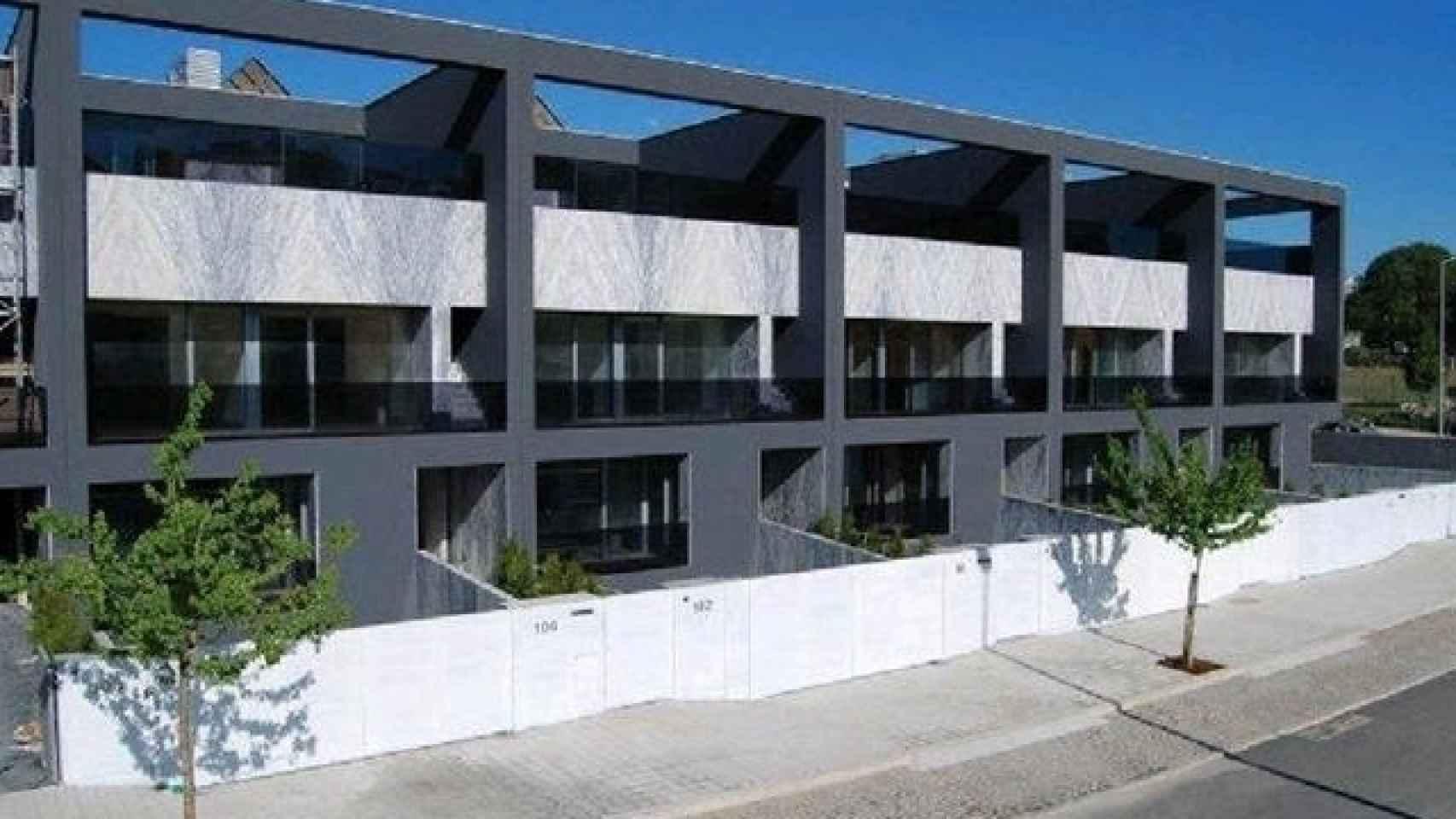 Fachada del edificio de la vivienda de Iker y Sara en Oporto