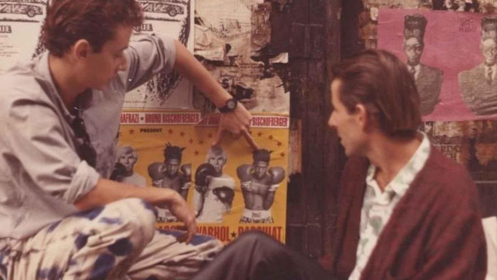 José Luis Pérez Navarro y Carlos Matallana, con un cartel de Warhol y Basquiat.