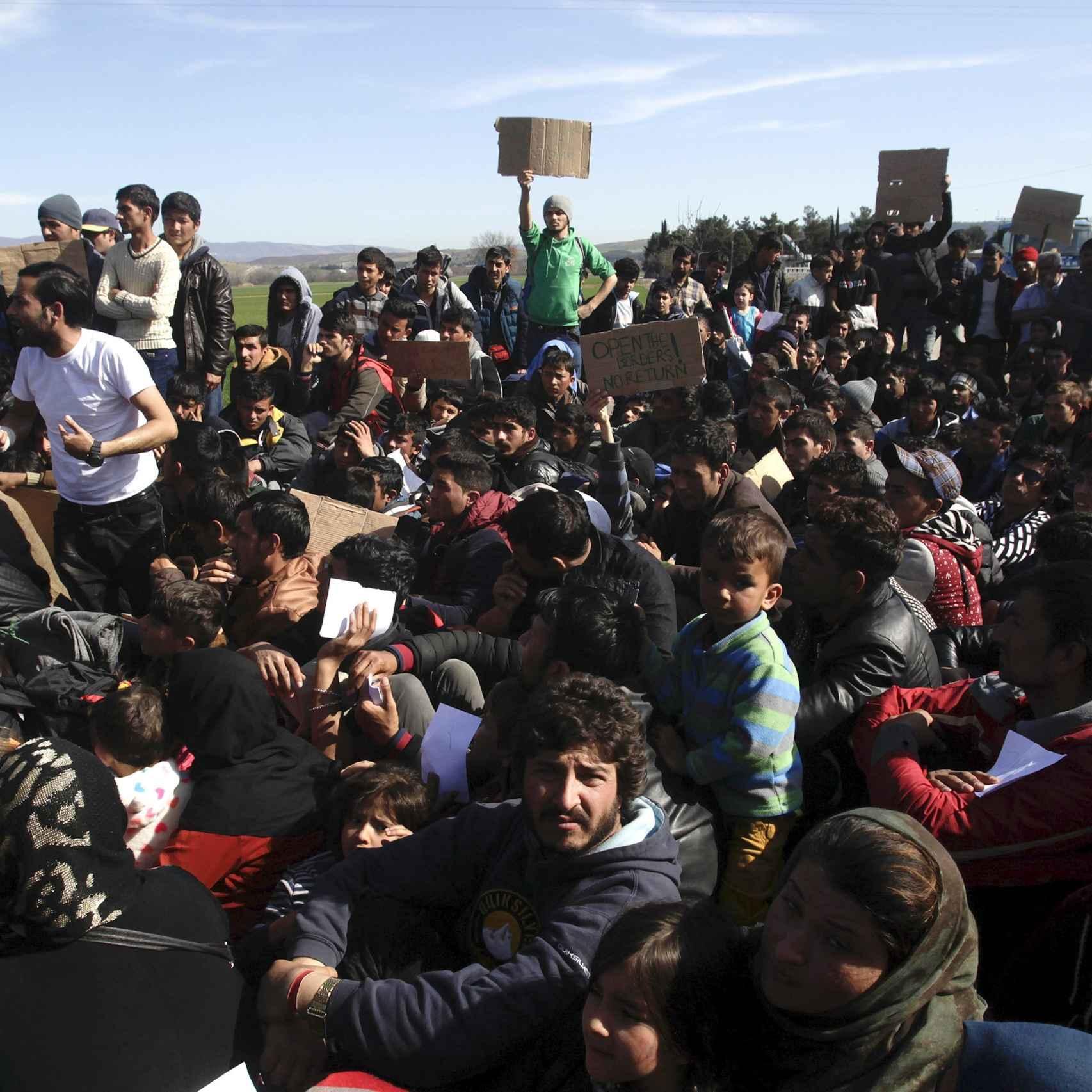 Refugiados en la frontera entre Grecia y Macedonia