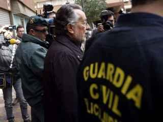 El exvicealcalde de Valencia Alfonso Grau tras el registro de su domicilio