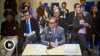 Diego Torres durante el juicio. En la última fila, a la izquierda, la infanta Cristina y a la derecha, Urdangarin