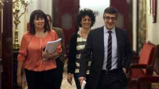 Patxi López, presidente y Micaela Navarro, vicepresidenta segunda (i), a su llegada a la reunión del Congreso.