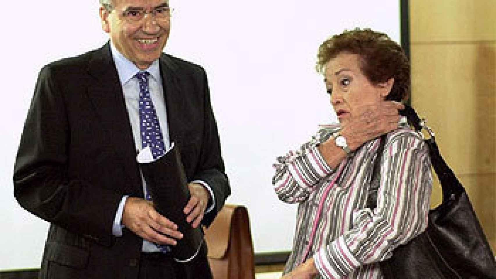 Amparo Baró y Alfonso Guerra, durante la grabación del capítulo de Siete Vidas