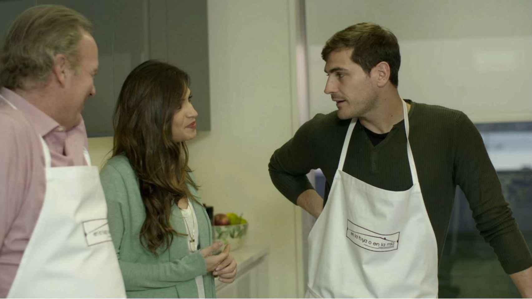Bertín Osborne, Sara Carbonero e Iker Casillas, en la cocina.