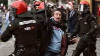 Enfrentamientos esta tarde en el centro de Bilbao entre hinchas del Olympique de Marsella y del Athletic de Bilbao.