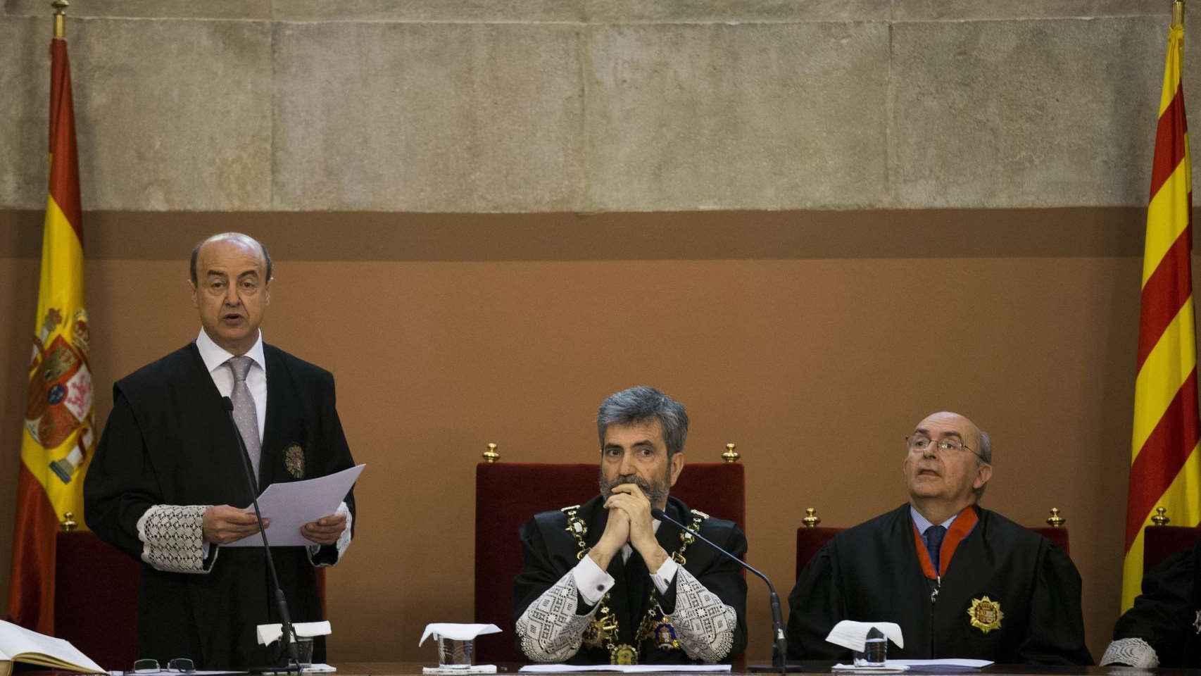 Jesús María Barrientos durante la toma de posesión de su nuevo cargo, junto al presidente del TS y del CGPJ, Carlos Lesmes, y el presidente saliente del TSJC, Miguel Ángel Gimeno