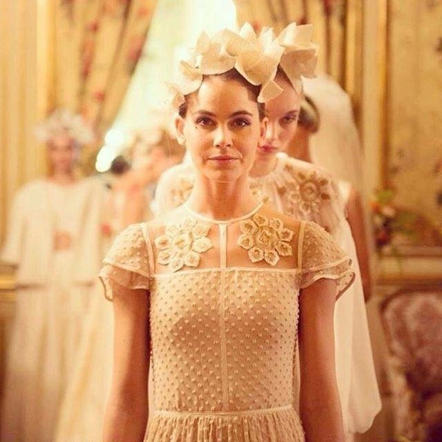 Diseño de novia que abrió el desfile de INuñez