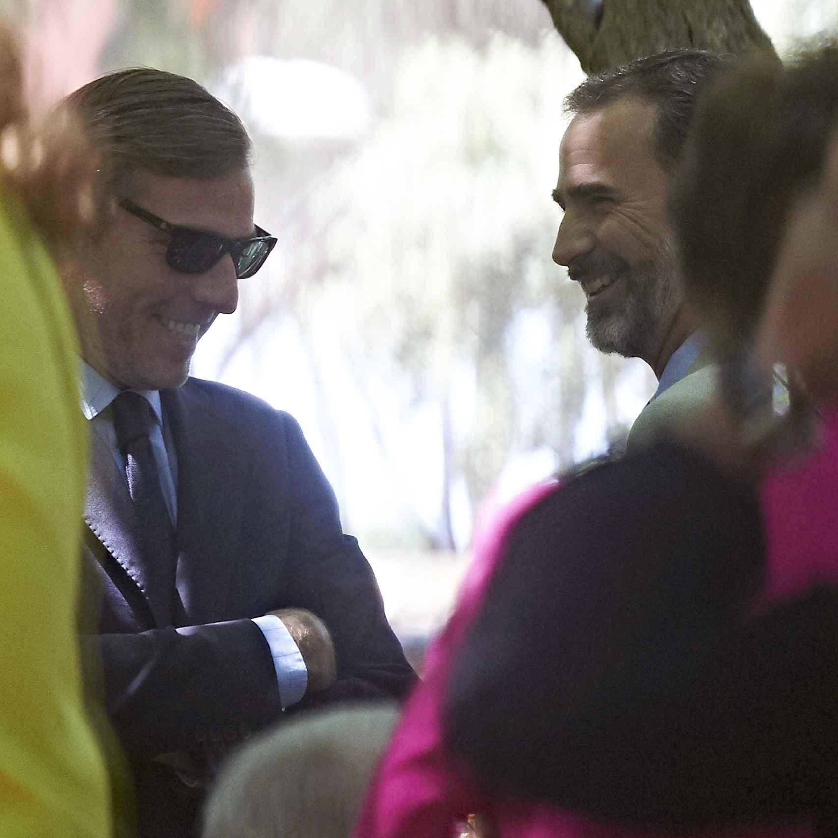 Beltrán Gómez-Acebo y Felipe VI en la comunión de Laura, la hija de Beltrán