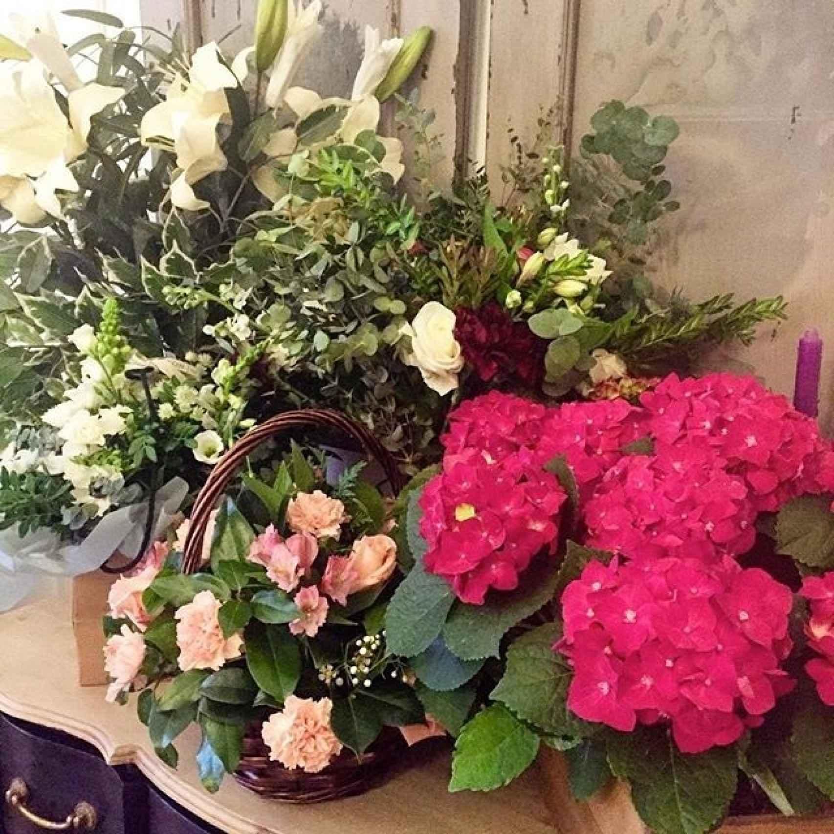 Los ramos de flores que ha recibido Andrea Pascual de sus amigos