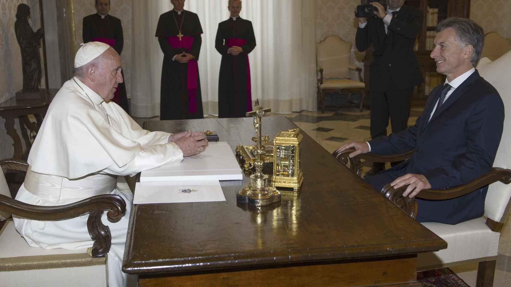 El encuentro se produjo en la Biblioteca Privada de la Santa Sede.