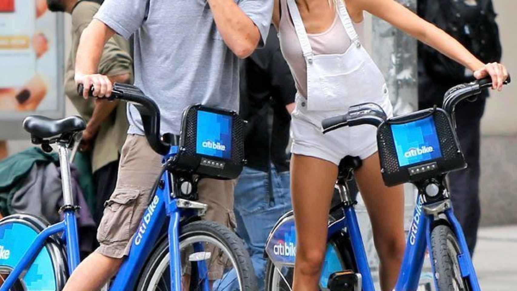 A DiCaprio le gustan las modelos rubias