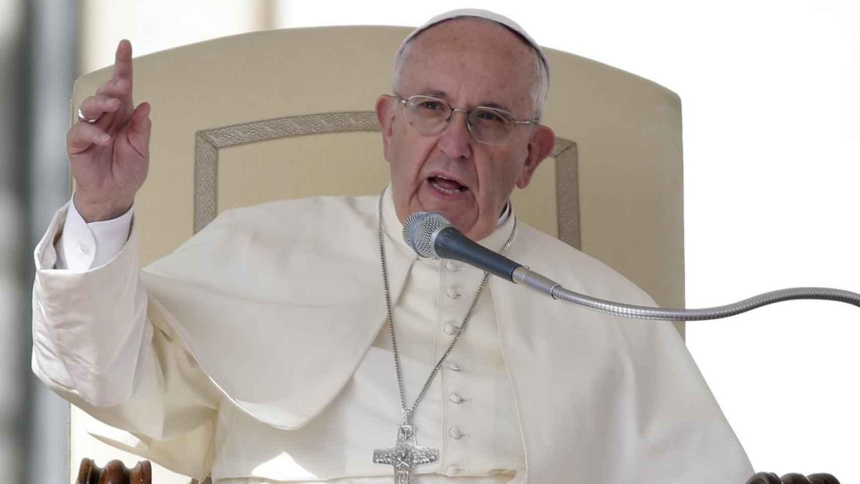 El papa Francisco publica La alegría del amor sobre las familias.
