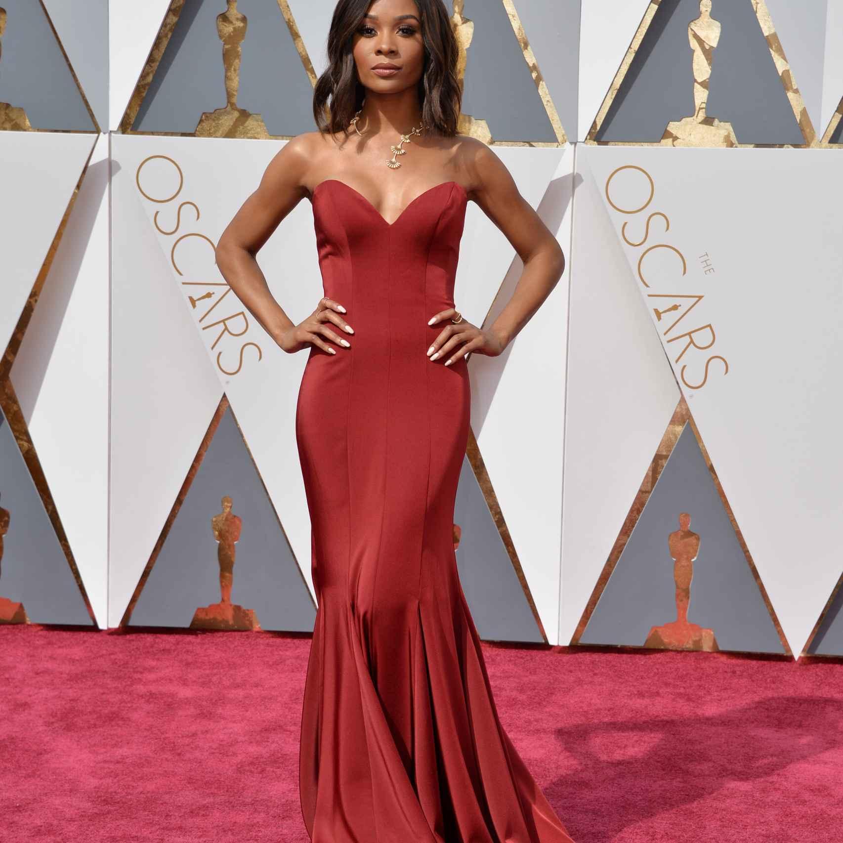 La actriz Zuri Hall ha elegido un vestido rojo palabra de honor