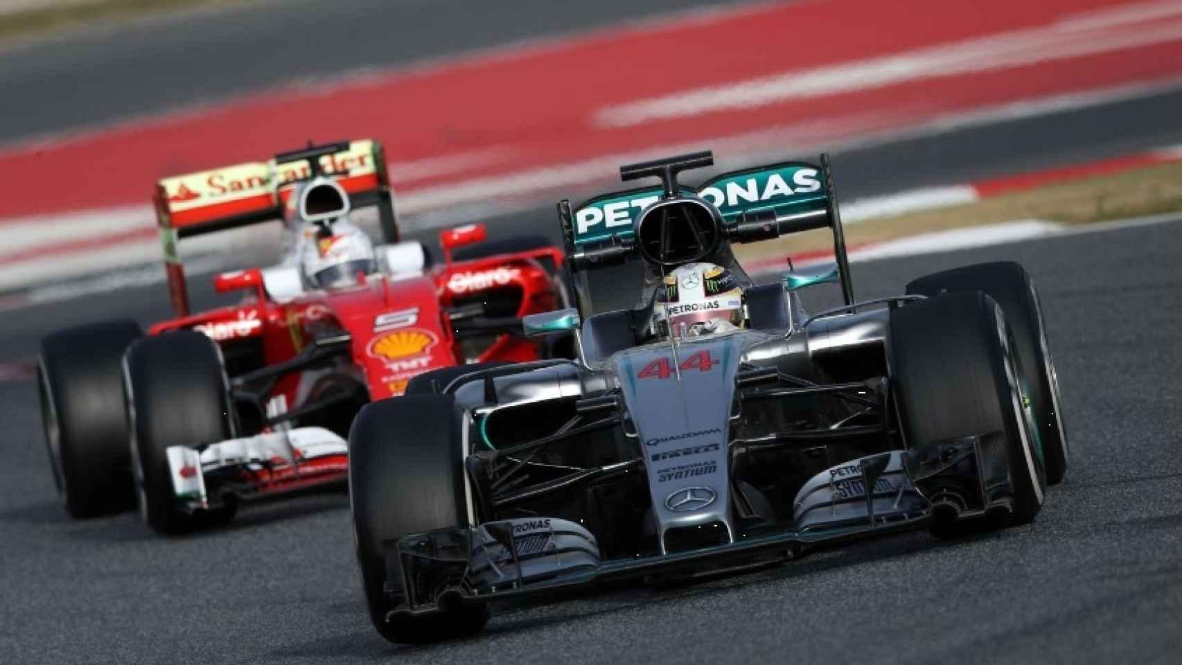Los monoplazas de Mercedes y Ferrari